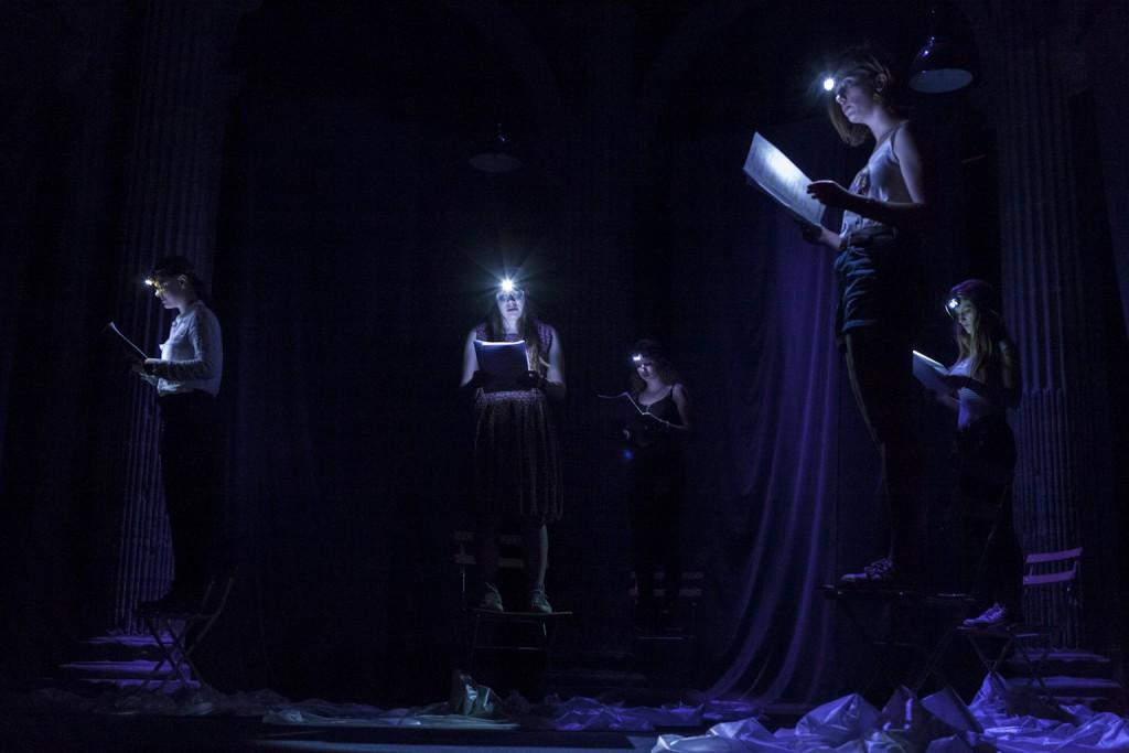 Lever de rideau, lycéens d'Argouges lisant le texte Fondre de Guillaume Poix